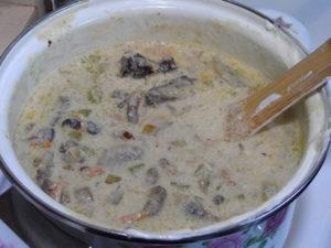 печенка с грибами в сметане